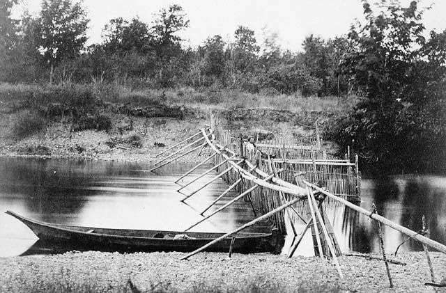 Salmon_weir_at_Quamichan_Village_on_the_Cowichan_River,_Vancouver_Island.jpg 640×421 pixels