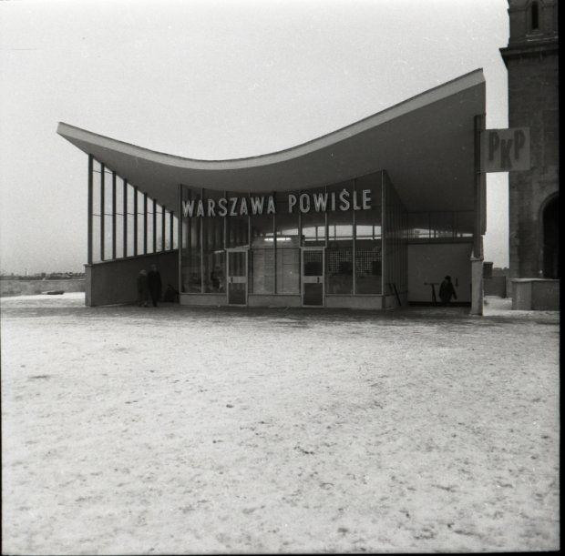 Stacja PKP Warszawa Powiśle, sfotografowana w 1963 r. przez Tadeusza Sumińskiego