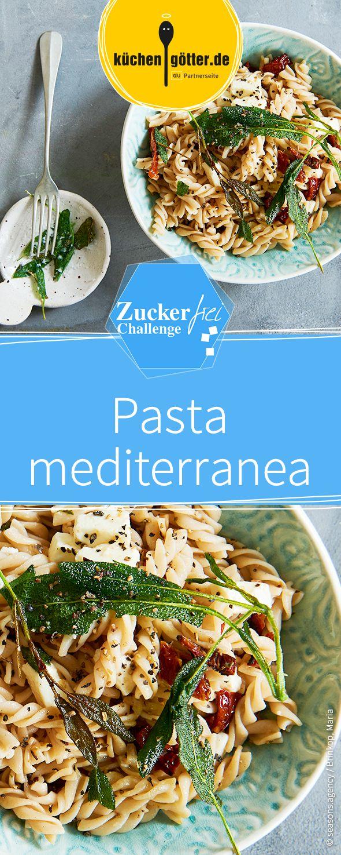 Pasta mediterranea! Zuckerfrei und italienisch - dieses gesunde Gericht mit Vollkorn-Dinkelnudeln, getrockneten Tomaten und würzigem Feta-Käse schmeckt einfach köstlich!