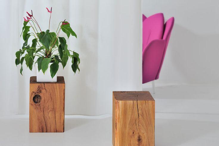 Hocker Klotz bietet genug Sitzfläche, sieht aber auch als Plattform für Blumen oder Skulpturen fantastisch aus.