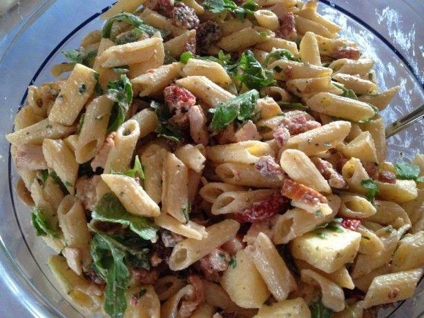 Heerlijke zomerse pastasalade. Lekker bij de BBQ