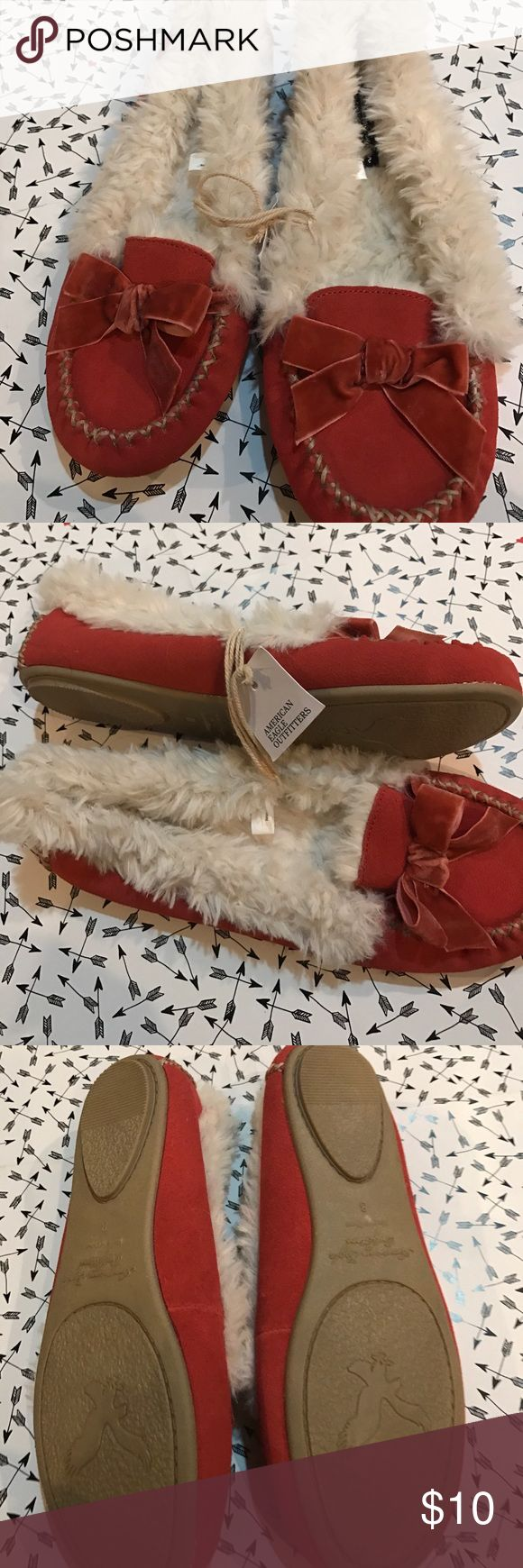 American Eagle Outfitters Orange slippers NWT s8 Orange slippers lined with cream colored fake fur. Super comfortable and can be worn as slippers or even out with rolled jeans or sweatpants. Great for college students. These are brand new never been worn. Size 8 American Eagle Outfitters Shoes Slippers