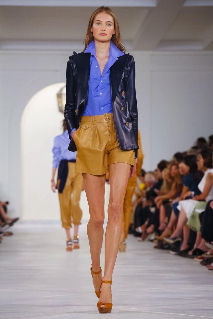 http://www.woman.ru/fashion/nedeli-mody/article/153837/?startLeaflet=2