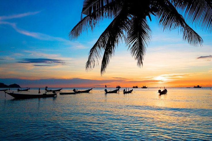 Thailand, Koh Tao: Auringonlaskun kultaiset säteet. #sunset www.finnmatkat.fi