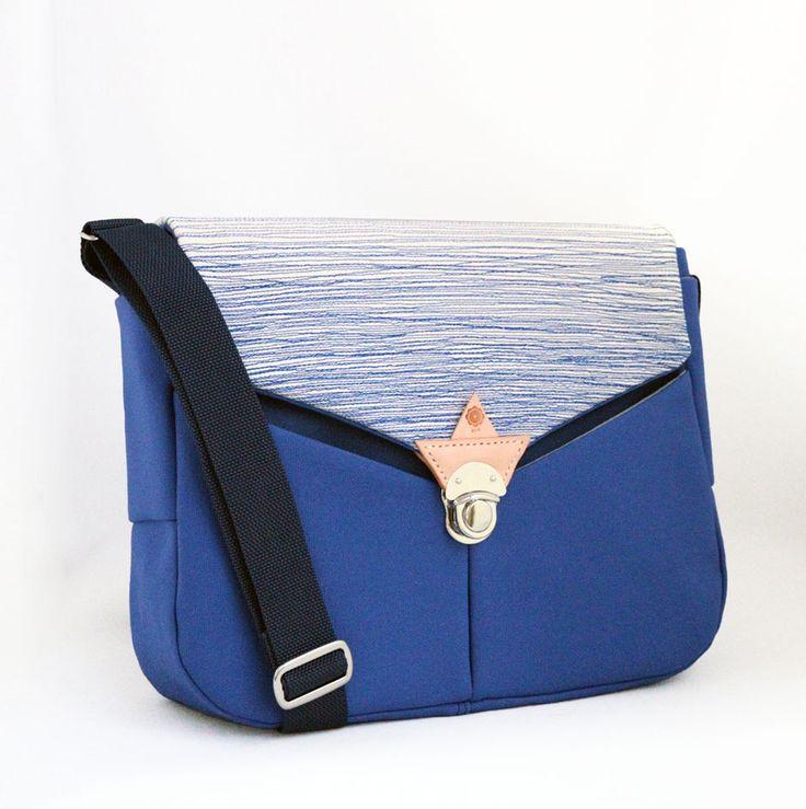 jiyoh stitched canvas shoulder bag blue