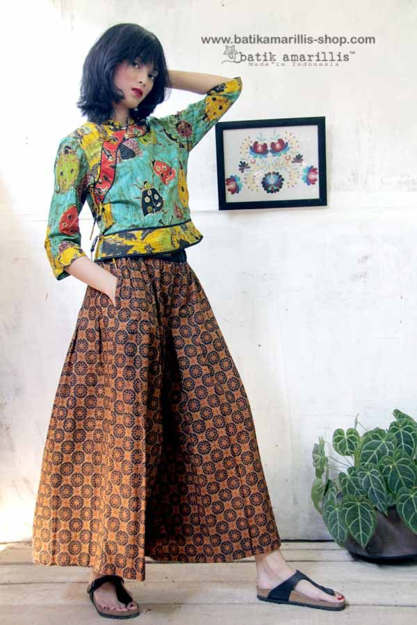 Batik Amarillis made in Indonesia Introducing Batik Amarillis 's The Warrior pants #2 in Batik Randu kintir -Sragen When you can't decide to wear pants or skirt!this comfy wide pants with around the clock skirt is smartly designed, with pleats at the crotch