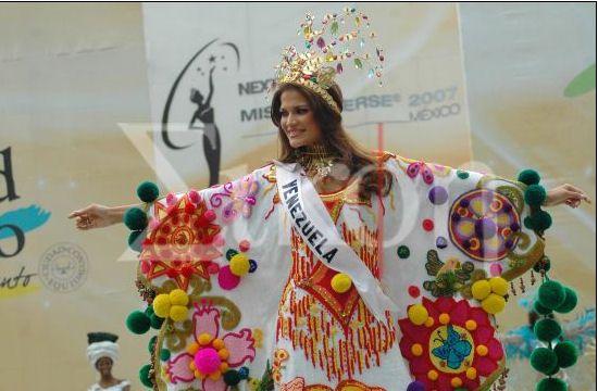 Traje típico  Manta Guajira - Ly Jonaiti in Miss Universe 2007