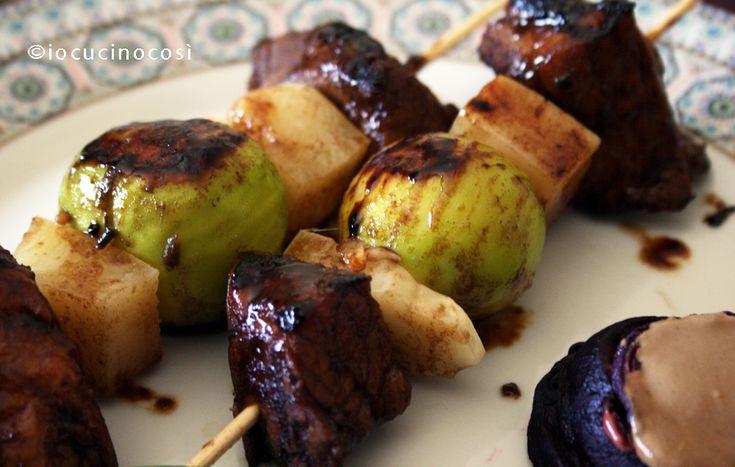 Spiedini di maiale speziati con fichi e pecorino