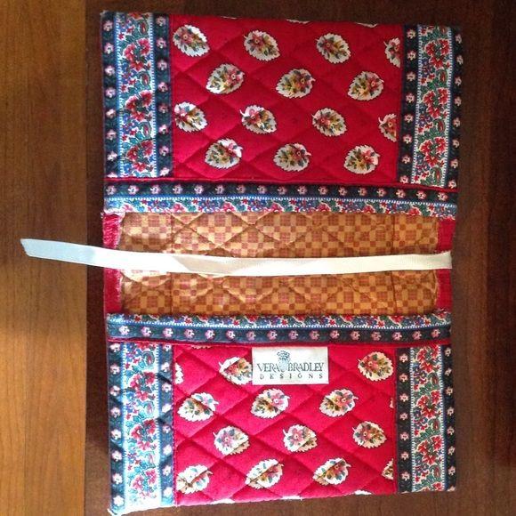 """""""Vintage"""" Vera Bradley book cover! Vera Bradley Designs book cover, pretty leaf print w/floral border, ribbon bookmark, 7-1/2"""" H x 5"""" W (10"""" W when open), great condition! Vera Bradley Accessories"""