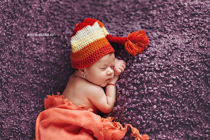 Newborn photography: Antonia Maria http://www.adora-studio.ro/blog/fotografie-la-botez-in-constanta-antonia-maria/