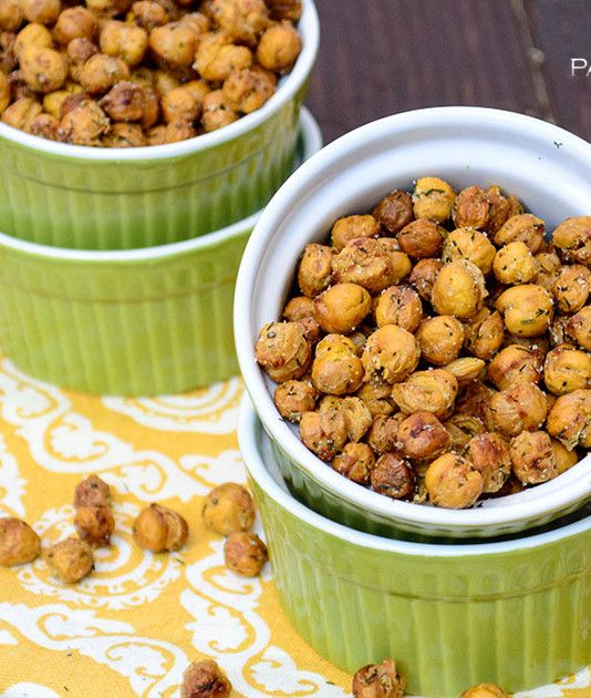 Crispy ranch roasted chickpeas are the perfect snack or salad topper. These gluten free, vegan, low fat roasted chickpeas are so easy to make and very filling! | www.pancakewarriors.com