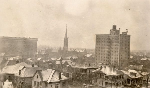 A view of east downtown Houston in 1925, where snow has covered the roofs of the buildings. #Houston #History