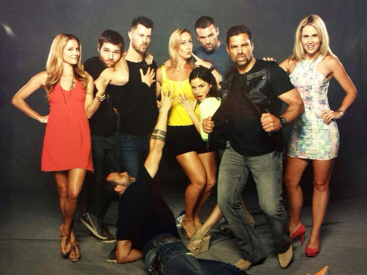 @VanessaCater: Jumped in a #Spartacus cast photo & this was the Result.. lol... Come see the whole Crew Today & Tomorrow @FLSupercon  Dan Feuerriegel, Ellen Hollman, Katrina Law, Stephen Dunlevy, Liam McIntyre, Nick Tarabay, Manu Bennett, Anna Hutchinson