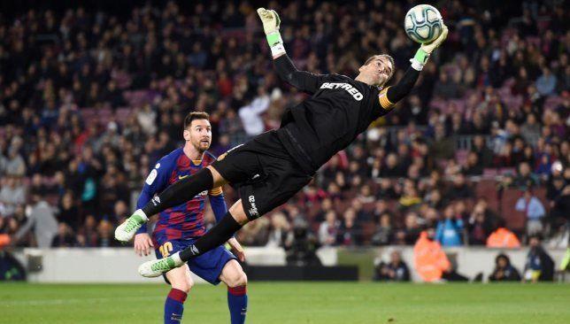 صفعة مزدوجة من ميسي على وجه ريال مدريد موقع سبورت 360 رسم النجم الأرجنتيني ليونيل ميسي لاعب نادي برشلونة الإسباني لوحة التألق في ملعب Soccer Field Soccer