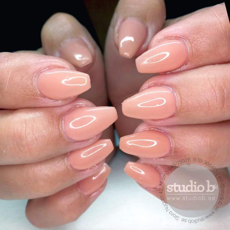 Snygga Nude naglar!