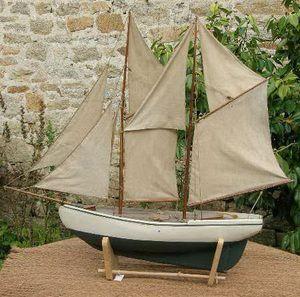 Maquette de voilier navigante