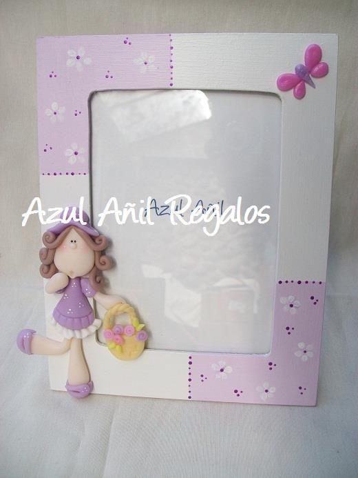 Portarretratos con niña en lila y morado.: