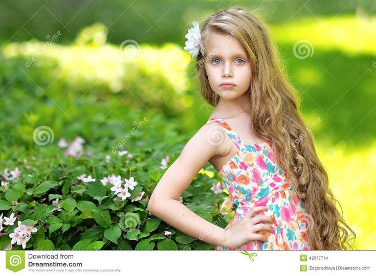 Ritratto Della Bambina All'aperto - Scarica tra oltre 57 milioni di Foto, Immagini e Vettoriali Stock ad Alta Qualità . Iscriviti GRATUITAMENTE oggi. Immagine: 42977714