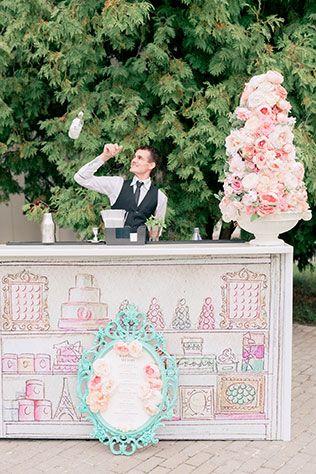 Свадьба в стиле французского кондитерского дома Ladurée, бармен