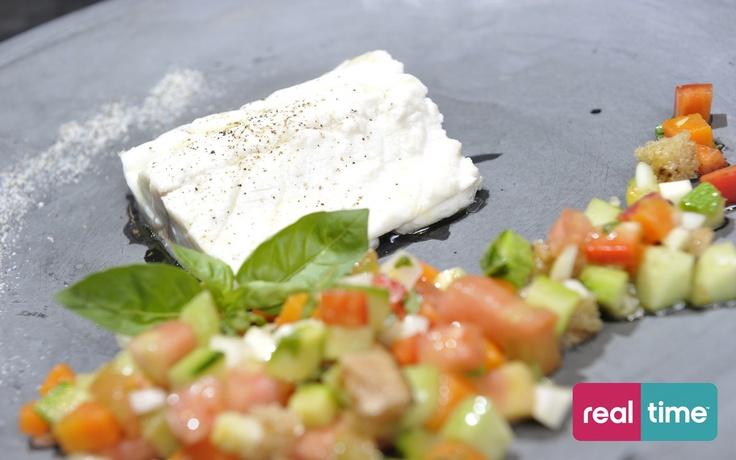 Real Time è: Cucina Con Ale con Alessandro Borghese. Bianco branzino alla clessidra. Guarda la ricetta su www.realtimetv.it/web/cucina-con-ale
