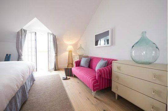 Barefoot comfort bedrooms