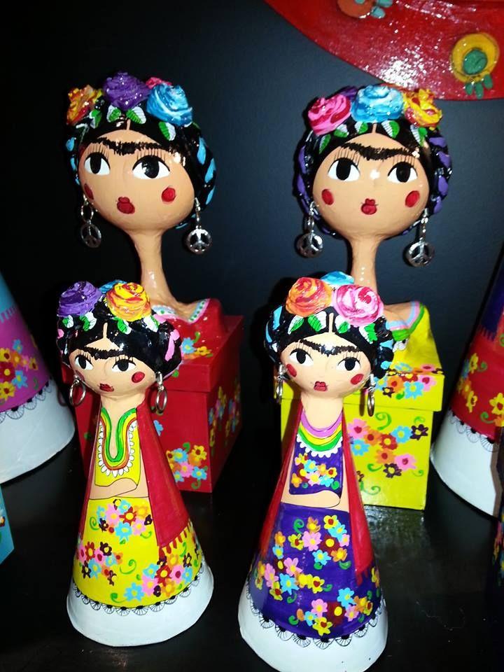 Caixas e bonecas de papel-machê de Frida.