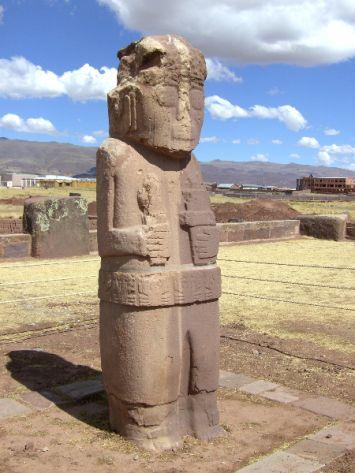 Diese Bilder von Tiahuanaco — eine bedeutende Ruinenstätte einer Prä-Inka-Kultur — entstanden auf meiner Bolivien–Reise im Jahr 2009.