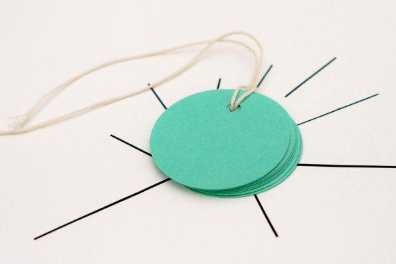 10 mint kleurige ronde cadeau labels van MissHoneyBird op Etsy, €1.50. # MissHoneybird