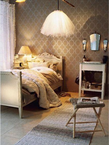 Säng i gustaviansk stil