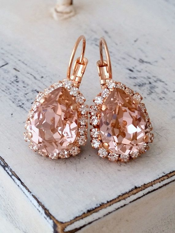 Blush Pink crystal teardrop earring, Rose gold Drop earring, Swarovski Earring, Bridal earring, Bridesmaid gift, Dangle earrings, Gold or Silver  Elegant and refined.  These earrings have a wonderful soft vintage blush pink center stone surrounded by clear crystal stones - so much sparkle. They would be great as bridal earrings or for any other day. Perfect gift for bridesmaids or other occasions.  They are made of rose gold plated brass and Swarovski crystals, all set in prong setting…