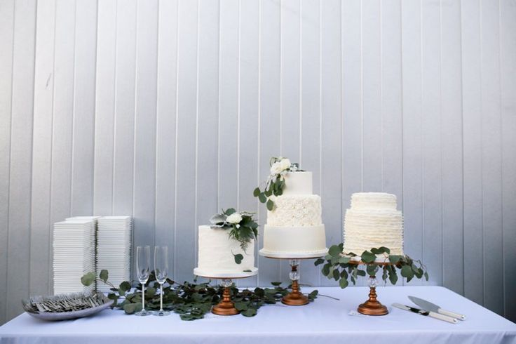 A trio of white wedding cakes for this fall wedding ! | OKCMOA Roof Terrace | Cake Table Greenery | Wedding Details | Cakes by Amy Cakes in OKC | Photo by Rachel Photographs | Oklahoma City Museum of Art Rooftop Wedding Venue