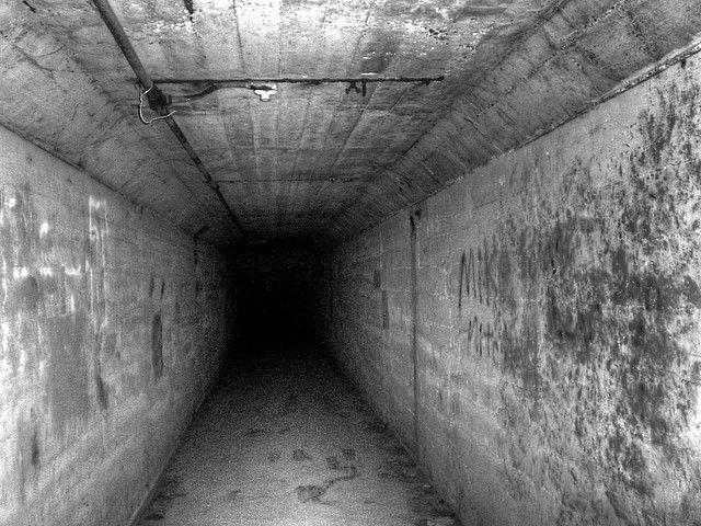 """El llamado """"túnel de la muerte"""" ahora es considerado un importante """"punto paranormal"""", donde los visitantes afirman ver sombras misteriosas e inexplicables, pasos y voces incorpóreas, y sentir extrañas presencias. También es conocido entre los investigadores paranormales como una zona donde registran sorprendentes y escalofriantes psicofonías o fenómenos de voz electrónicas (EVP)."""