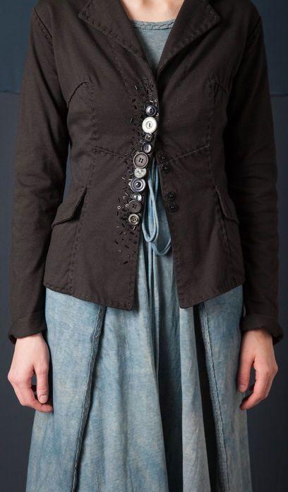 belle idée comme toujours de : Alabama Chanin - Betsy Blazer with Vintage Buttons et c'est simplissime !