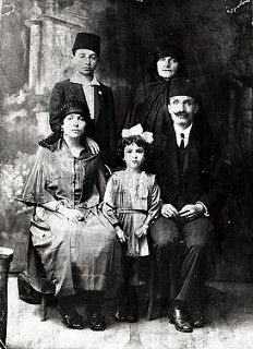 An Istanbul family of modest means, ca. 1900. (Source: SALT Research, İstanbul Households Archive).