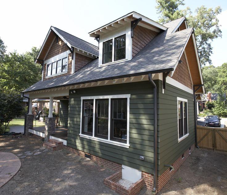 Craftsman style home with James Hardie Artisan siding in Mountain Sage