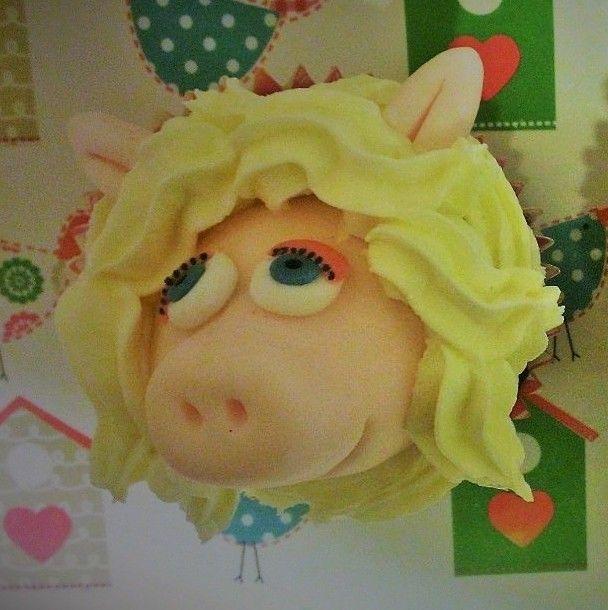 Muppet cupcakes - Miss Piggy - by Little Aardvark Cakery (www.littleaardvarkcakery.com)
