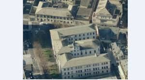 """Sul giornale """"La Provincia di Sondrio"""" di ieri , 10 ottobre, è comparso un articolo che parlava della comparsa sul muro di cinta esterno del carcere di Sondrio di una scritta: """"Non siete sol…"""