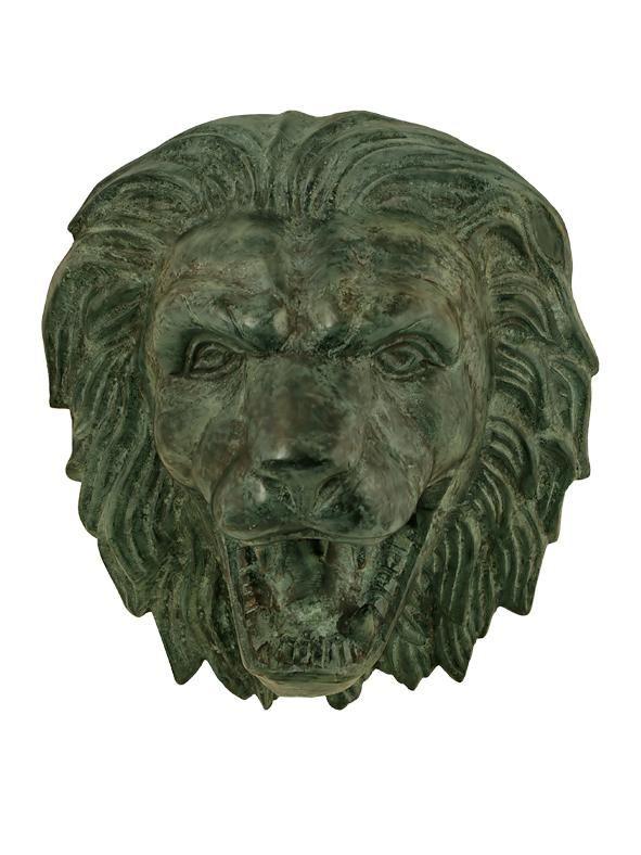 Ett klassiskt, mycket vackert lejonhuvud att hänga på vägg. Tillverkad i gediget brons som håller i evighet. Komplettera med pump efter behov.Höjd 28 cmBredd 26 cmVikt ca 3,5 kgPump som du väljer till beror på vilken höjd ovanför karet, som du placerar lejonhuvudet. Är det under 50 cm så skall du ha den minsta pumpen (PUM0005).Skall lejonhuvudet vara upp till en meter från karet rekommenderar vi den större pumpen (PUM0004). Som alltid är det bättre välja en kraftfull pump då det enklare…
