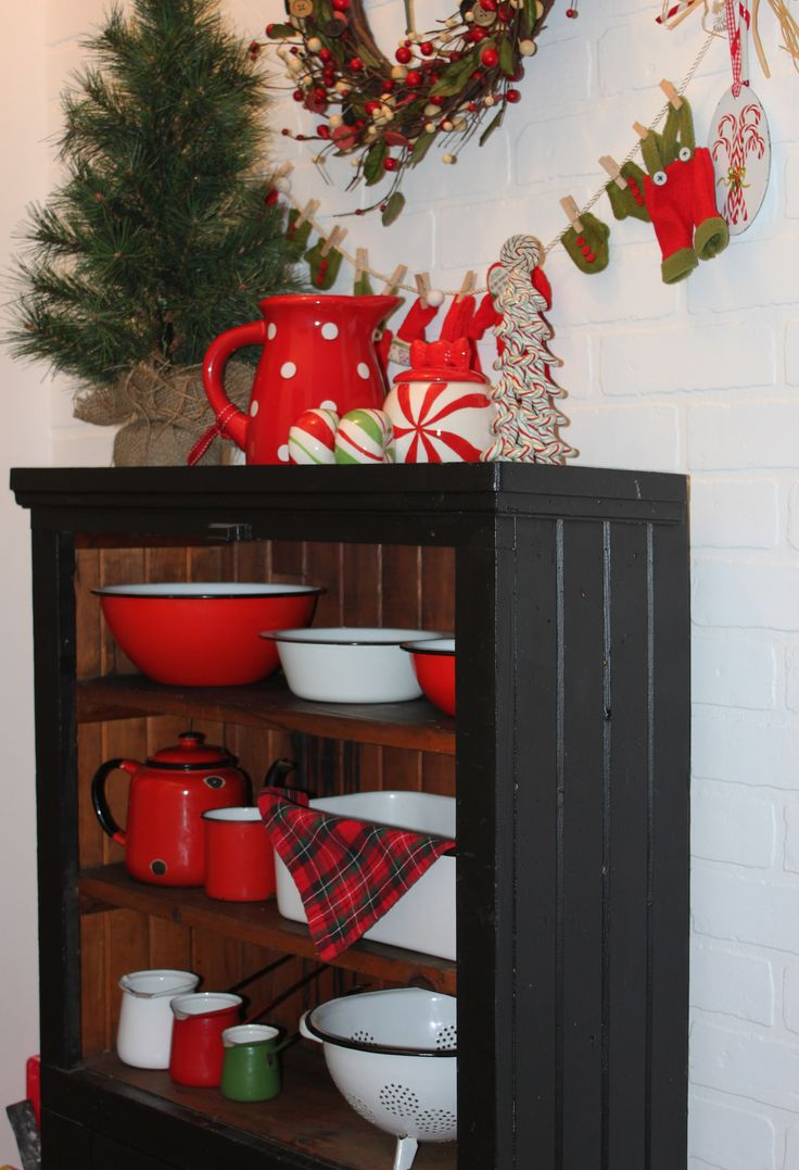 Vintage Enamel Ware in Christmas Colours-Christmas Treasures