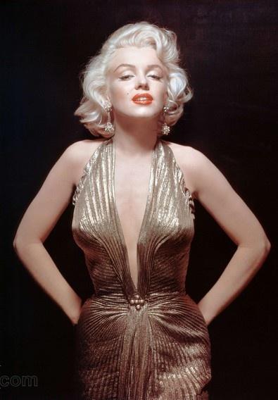 Marilyn Monroe, c. 1954. Dress by Travilla. | Marilyn ...