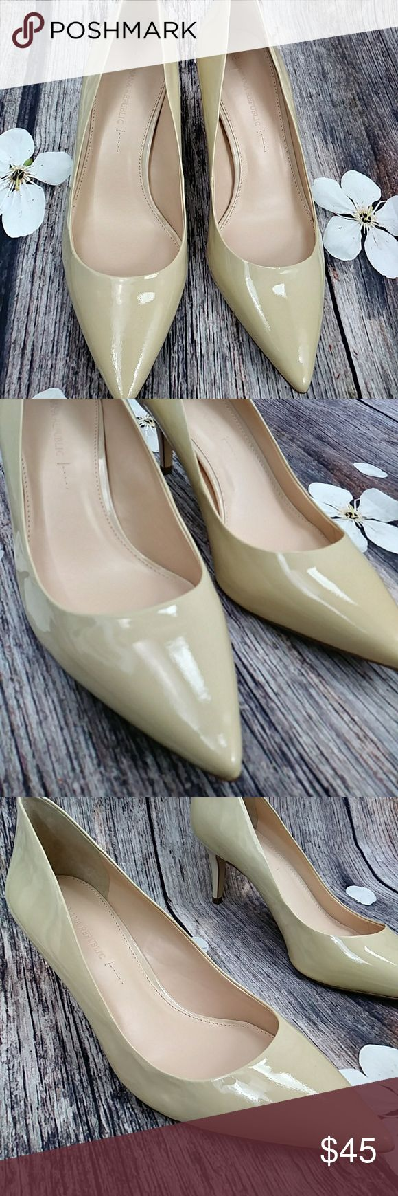 """Banana Republic  Pantent Crema Kinsley Heels Add a little patent to your spring on the low with this fab color...great for skinny jeans if you wanna go low on the heels...like new..worn once..no  marks..size 10..heel  height """"3"""" Banana Republic Shoes Heels"""