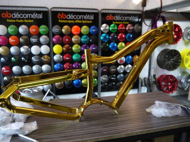 Cadre VTT avec peinture en chrome doré