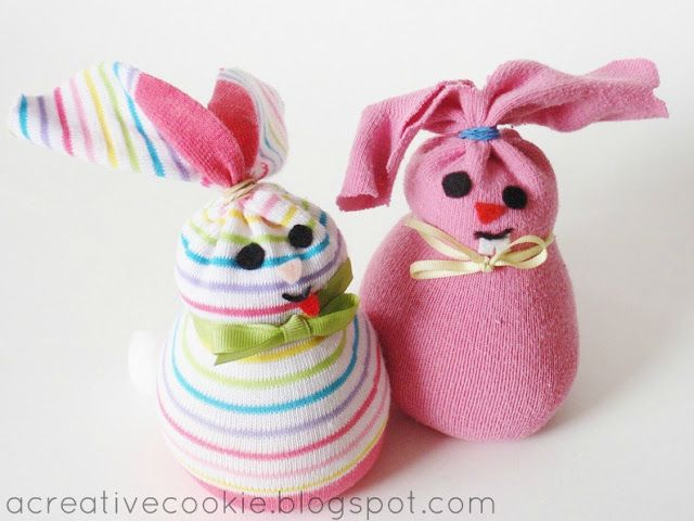 sock bunnies kids can make: Socks Crafts, Socks Bunnies, Crafts Ideas, Bunnies Crafts, Easter Crafts, Creative Cookies, Crafts Projects, Socks Buns, Easter Ideas