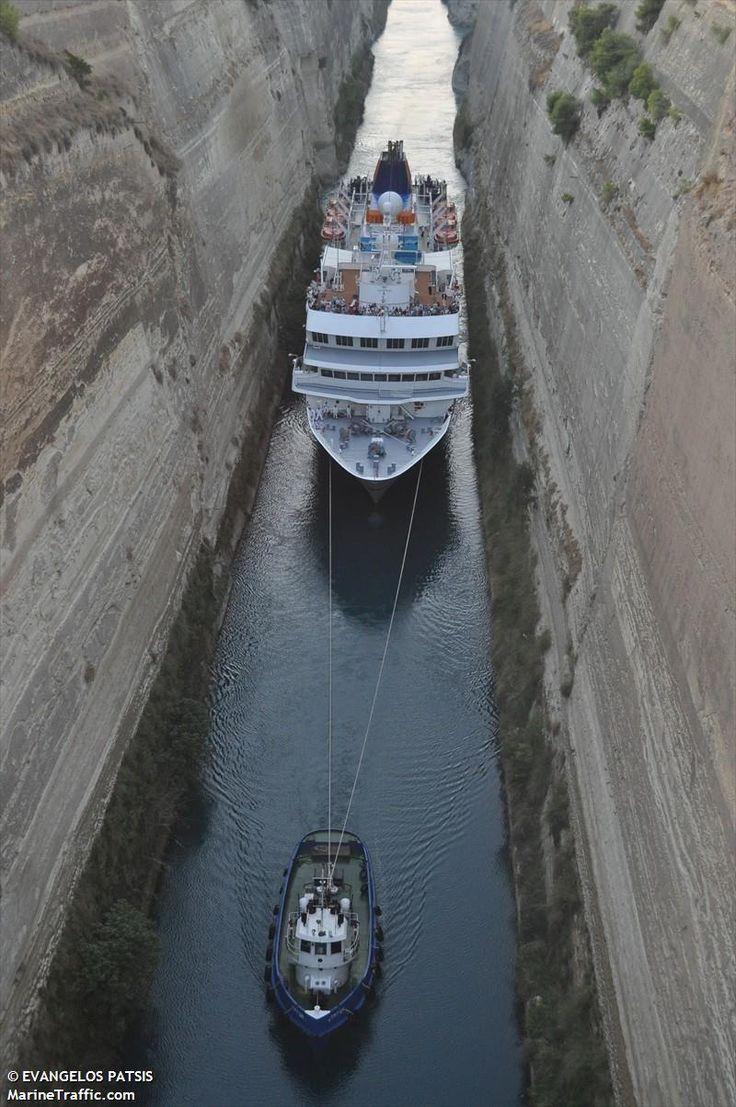 Το Hanseatic περνά ρυμουλκούμενο τον Ισθμό της Κορίνθου. 28/9/2011.