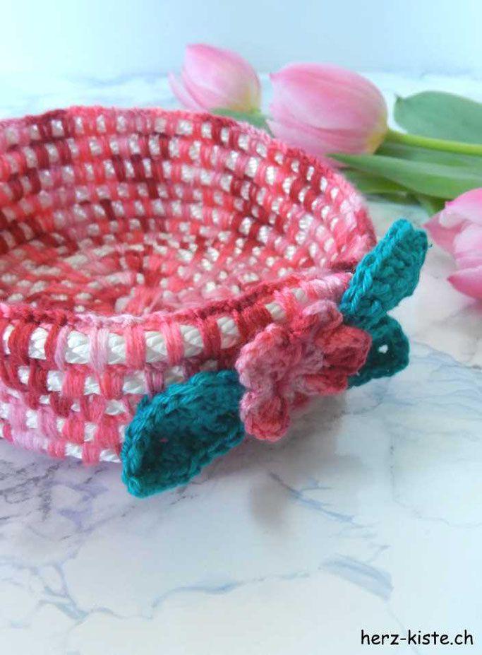 DIY Tutorial: Häkelkorb aus einem Seil mit Wolle zusammenhäkeln - einfache Dekorationsidee (nicht nur für Ostern)