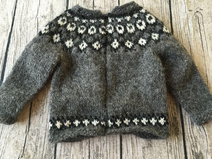 Trøje i islandsk uld med lynlås - str. 1 år