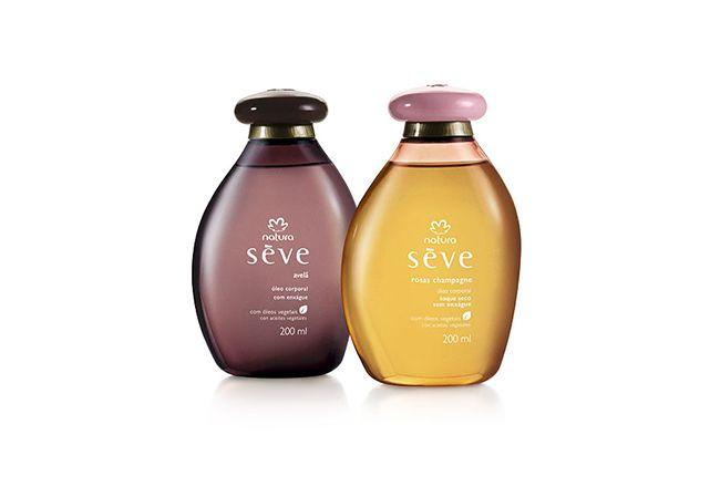 No Presente Natura Sève você ganha o óleo de banho com enxágue pelo preço do óleo toque seco, e proporciona hidratação e textura leve para a pele de quem celebra a vida, a beleza e a feminilidade.