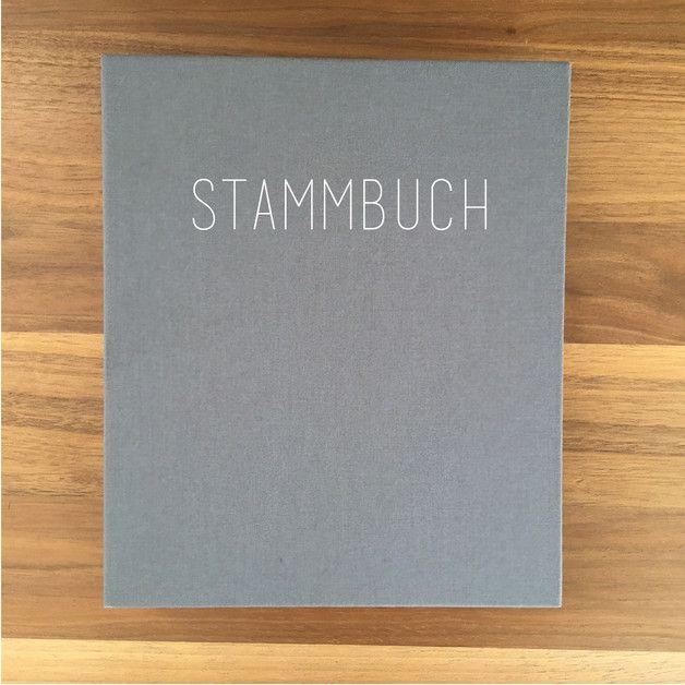 Weg vom Standard und Massenprodukt. Unser neues Stammbuch Nr. 120 kann ein einziges Wort beschreiben: Elegant. Wir möchten Ihnen, ein für Sie persönlich angefertigtes Stammbuch anbieten. Die...