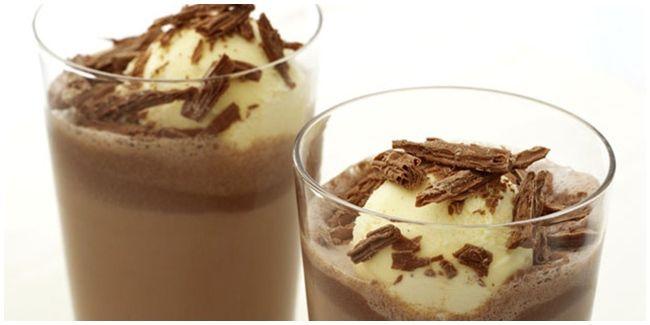 Vemale.com - Yuk coba bikin choco mug milkshake menyegarkan ini Ladies!