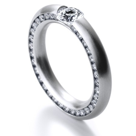 Platin Korona Ring - der ideale Begleiter